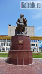 Памятник Кайсыну Кулиеву -