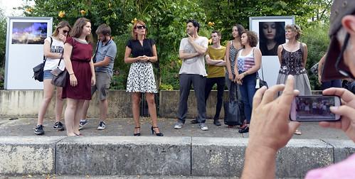 Vernissage de l'exposition de treize jeunes photographes amateurs niortais au square Henri-Georges Clouzot en présence de Christelle Chassagne, adjointe à la culture et du photographe Vincent Rosenblatt © Darri