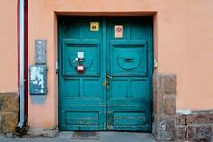 Deuren in  turquoise. (Roel Wijnants) Tags: wandelen turquoise oud dorp kleur kleuren hongarije deuren turkoois roel1943 roelwijnants schatkamer mooidenhaag roelwijnantsfotografie türkizajtók wandelvondst wandelvondsten haagseschatkamer