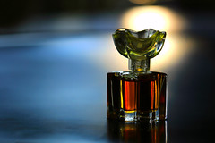 miniature perfume bottle (HansHolt) Tags: stilllife macro reflection backlight miniature bottle perfume daughter collection hmm dochter fragrance tegenlicht oscardelarenta verzameling reflectie parfum flesje miniatuur canonef100mmf28macrousm geur macromondays canoneos6d