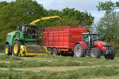 John Deere 8600 SPFH filling a Broughan Engineering Mega Hi-Speed Silage Trailer drawn by a Massey Ferguson 7618 Dyna 6 Tractor (Shane Casey CK25) Tags: county ireland winter red horse irish 6 tractor field grass by work john pull hp nikon power cattle cows cut earth farm cork farming working machine engineering ground machinery soil crop cutting mf feed farmer trailer agriculture drawn silage pulling contractor 8600 ferguson deere filling mega hispeed horsepower fodder lifting massey dyna agri masseyferguson 7618 agco spfh d7100 coachford broughan grass15 silage15 silage2015 grass2015