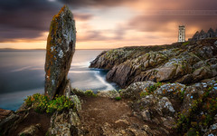 The Rock (f.ray35) Tags: jaune sunlight sunset couché de soleil menhir france bretagne finistère st mathieu phare lighthouse light canon romuald effray soirée pose longue long exposure ocean sea sky seacape filter wow