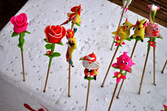Rice-flour novelties (Roving I) Tags: riceflour novelties roses tohe tradition vincomcentre danang design lunarnewyear tet sticks craft vietnam