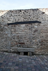 Brittany - October 2015 (Richard Mills) Tags: bricked seat stone wall