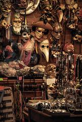 Masks (JC Arranz) Tags: interior italia toscana ciudad siena cultura arte souvenir tienda turismo compras nikond3200 mascaras