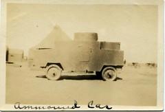 Anglų lietuvių žodynas. Žodis armored car reiškia šarvuotų automobilių lietuviškai.