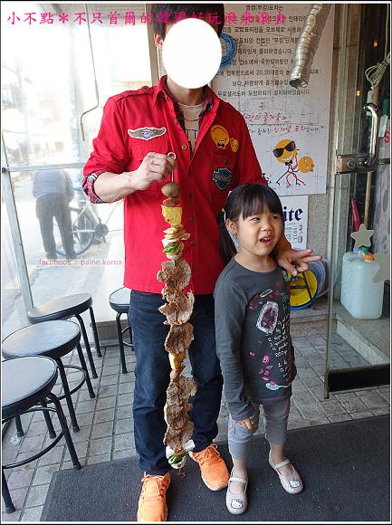 首爾雙雙帳棚馬車一公尺肉串 (18).JPG