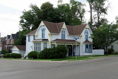 Ontario gothic house, Streetsville (Sean_Marshall) Tags: ontario mississauga streetsville