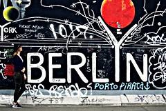 Turist (annaariina) Tags: summer vacation portrait holiday berlin hat canon photography photograph summertime finnish canoneos loma kesä berliini turist canon50mmf14 canonlenses youngphotographer summergirl valokuvaus berliininmuuri canoneos550d