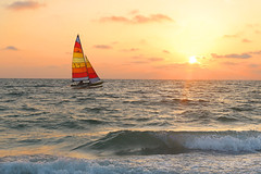 The flight of the Catamaran (die Augen) Tags: seascape boat catamaran sails canonsl1 sunset sport waves colorful siestakey florida golfofmexico wow