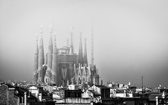 Construction (rgcxyz35) Tags: rooftops cathedral spain blackandwhite barcelona church gaudi architecture gothic city fog sagradafamilia antonigaudi artnouveau construction wow
