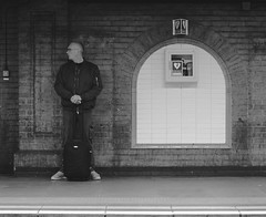 Waiting the tube - London (Michele Ginolfi) Tags: man tube london traveller metro waiting luggage city dailylife work