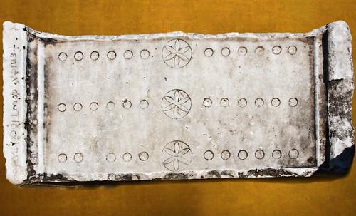 "Petteia - Ludus Latrunculorum  / Iconografía de las civilizaciones helenolatinas • <a style=""font-size:0.8em;"" href=""http://www.flickr.com/photos/30735181@N00/31678481804/"" target=""_blank"">View on Flickr</a>"