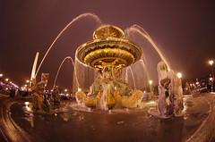 Paris Janvier 2017 - 30 une fontaine gelée Place de la Concorde (paspog) Tags: paris france 2017 janvier january januar nuit nacht night placedelaconcorde fontaine fontainegelée fountain frozenfountain brunnen ies