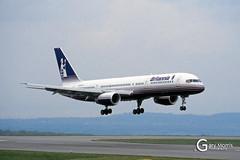 G-BYAT Boeing 757 204 (Gary J Morris) Tags: eggd brs by bal bristol airport lulsgate garymorris airlines boeing 757 27208 gbyat 204 britannia airways 31041994 airline