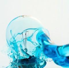 Bombilla splash (jordigangolellssabata) Tags: splash highspeed bombilla agua water fast strobist altavelocidad drops gota