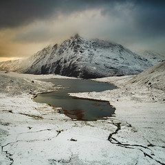 Llyn Idwal and Pen yr Ole Wen (Nick Livesey Mountain Images) Tags: