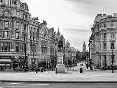 "Londres - Estatua Carlos I Y Big Ben (Trafalgar Square) • <a style=""font-size:0.8em;"" href=""http://www.flickr.com/photos/15452905@N02/32299034175/"" target=""_blank"">View on Flickr</a>"
