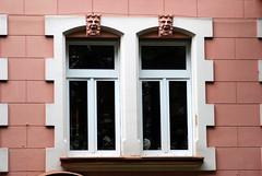Seid stille, Sinn und Geist (amras_de) Tags: fenster venster finestra okno vindue window fenestro ventana aken leiho ikkuna fenêtre fuinneog prozor ablak gluggi fënster langas logs vindauge vindu fenèstra janela fereastra windae fönster pencere wiesbaden
