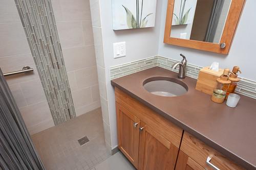 73rd Avenue Bath 005