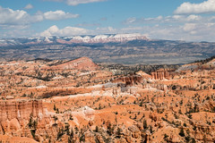 The Aquqarius Plateau (Raphs) Tags: utah usa coloradoplateau brycecanyonnationalpark brycecanyon canyon sandstone colourful rock orange red view landscape cliffs outlook mountains plateau raphs canoneos70d rockformation aquariusplateau panorama tamronspaf1750mmf28xrdiiildaspherical