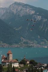 Patrouille Suisse ( Kunstflugteam der schweizer Luftwaffe ) ber dem Schloss Spiez ( Chteau - Castle ) am Thunersee im Berner Oberland im Kanton Bern der Schweiz (chrchr_75) Tags: chriguhurnibluemailch christoph hurni schweiz suisse switzerland svizzera suissa swiss chrchr chrchr75 chrigu chriguhurni juli 2015 juli2015 albumzzz201507juli albumschlossspiez schlossspiez spiez kantonbern berner oberland berneroberland schloss chteau castle albumpatrouillesuisse albumschweizerluftwaffe tiger kampfjet kampfflugzeug schweizer luftwaffe kunstflugstaffel thunersee see lac lake lago susise kanton bern alpensee s jrvi  albumthunersee albumregionthunhochformat thunhochformat hochformat militr military armee army air force castello