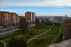 Astorga (TrustyOldGear) Tags: galiza diciembre astorga jardines césped vistas