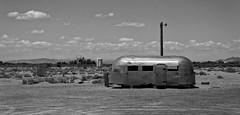 Near Bagdad Café (Guillaume DELEBARRE) Tags: caravane airstream california bagdadcafé america usa canon 6d tamron2470f28 noiretblanc nb blackandwhite bw desert terrainvague decay abandonned
