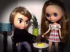 Toy-in-the-Frame Thursday & Blythe-a-Day January#6: Technology: Cynthia & George Michael Bowie