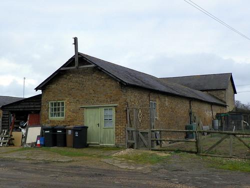 GOC Watton-at-Stone to Stapleford 006: Barn at Patchendon Farm, Stapleford
