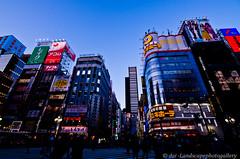 薄明の歌舞伎町 (daidai3214) Tags: pentax k5ii sigma sigma1020mmf456exdc tokyo japan 薄明 夕刻 夕景 歌舞伎町 新宿 東京都 新宿区 交差点 超広角
