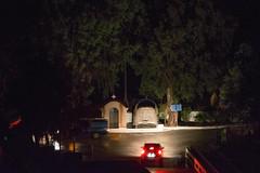 Ψίνθος (Psinthos.Net) Tags: ψίνθοσ psinthos january winter night βράδυ νύχτα γενάρησ ιανουάριοσ διακοπήρεύματοσ poweroutage σκοτάδι dark darkness δρόμοσ road βράδυχειμώνα χειμωνιάτικηνύχτα car αυτοκίνητο αμάξι ευκάλυπτοι eucalypts chapel εκκλησάκι άγιοσνικόλασ άγιοσνικόλαοσ agiosnikolas agiosnikolaos cross σταυρόσ γεφύρι bridge vrisi vrisipsinthos vrisiarea περιοχήβρύση βρύση βρύσηψίνθου βρύσηψίνθοσ