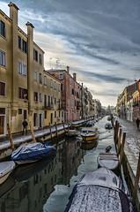 Reflejos Venecianos / Venetian Reflections (D. Lorente) Tags: dlorente nikon diurna urban urbana reflections reflejo barca venecia nubes río canales