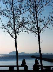Entre la tierra y el cielo (Eduardomo) Tags: roses espaa beach contraluz lafotodelasemana spain playa catalonia costabrava catalua emporda wow1 wow2 wow3 exc3 exc4 exc5 exc2 buena1 exc1 lfscontraluces doublyniceshot tripleniceshot