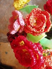 Poşetten el örmesi çiçekler