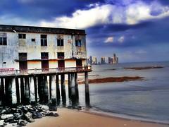 esquina (wakalani) Tags: cascoviejo panama antiguocolegiojavier colegiojavier javerianos bay bahia shore costa pacificocean city cusf sand arena utatafeature vistas masvistas