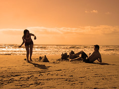 fim dos castelos (corbata1982) Tags: orange deleteme deleteme2 praia beach brasil lafotodelasemana interesting saveme laranja ps filter rs corbata1982 jardimdodem intresting20050821 mscomentada lfscontraluces