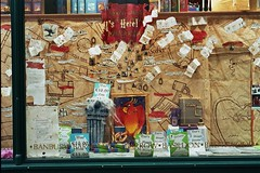 Greenwich, Harry Potter, shop window, 1 (library_mistress) Tags: england holiday london exterior unitedkingdom urlaub greenwich harrypotter bookstore shopwindow bookshop buchhandlung auslage maraudersmap