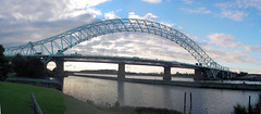 Runcorn - Widnes Bridge 4 (Robert Silverwood) Tags: uk bridge england panorama wow river geotagged iron cheshire steel snap mersey girder runcorn widnes manchestershipcanal silverjubileebridge geolat533461 geolon27379