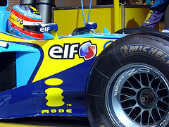 i-mode logo on Renault F1 car