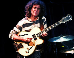 Pat Metheny (Belltown) Tags: guitar live stripes pat performance jazz trio cymbal metheny explore15sep05 i500