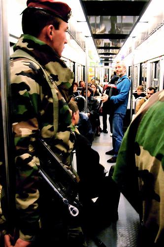 soldat dans le métro.jpg