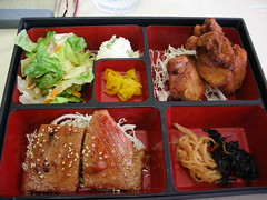 Ahi Ginger & Chicken Karaage Combo (hokulea) Tags: lunch hawaii oahu bento japanesefood ahi sesameseeds  kapahulu ahiginger chickenkaraage