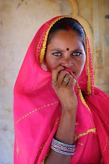 clear eyed woman - india woman portrait eyes rajasthan pink phitar clear eyed