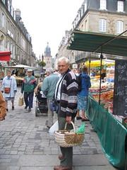 Le marche a Fougeres (Good_Egg) Tags: 2005 trip france brittany bretagne msh fougres tomarket msh1206 msh120614