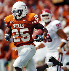 Texas-OU-3 (Brian Ray) Tags: jamaal charles running back tailback jamaalcharles runningback texas longhorns texaslonghorns longhorn football texasfootball ut university universityoftexasataustin universityoftexas austin dallas cotton bowl cottonbowl red river shootout rivalry redrivershootout redriverrivalry pigskin game footballgame rush rushing pass offense defense touchdown tx unitedstates