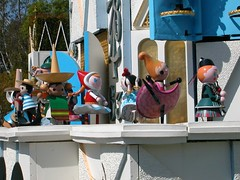 Small World Clock (Resumina) Tags: smallworld itsasmallworld dolls clock fantasyland disneyland disney multicultural