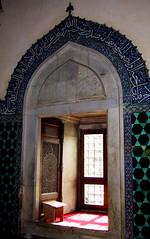 window seat at Yeşil Camii (birdfarm) Tags: freeassociation turkey prayer türkiye mosque arabic badge calligraphy bursa camii turkishtiles greenmosque yeşilcamii
