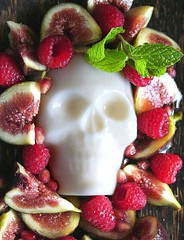 skully pannacotta (chotda) Tags: food dessert pannacotta milk dairy fruit fig dayofthedead diadelosmuertos skull halloween yummyskull