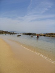 (Ally123) Tags: sky people 15fav espaa beach ilovenature interestingness spain sand peaceful wave galicia galiza riasbaixas baistas